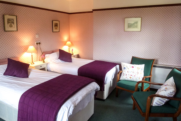 Lovely Twin Bedroom Dalmunzie