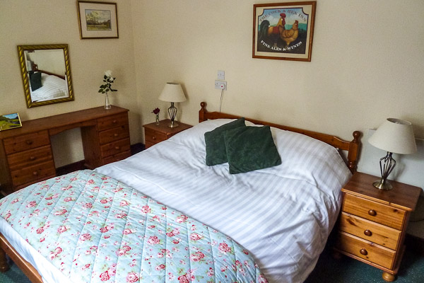 Gate Lodge South double bedroom